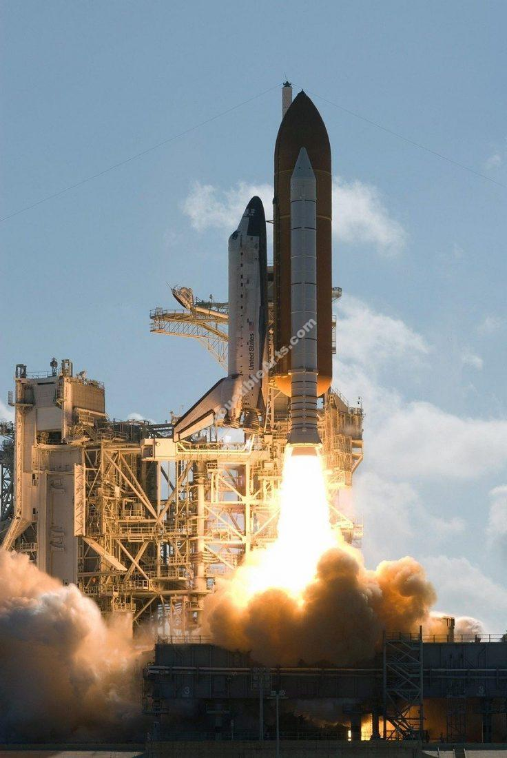 space shuttle discovery launch, liftoff, astronaut